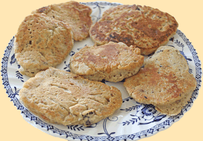 An egg-less breakfast dish made with oatmeal flour, quick cooking oats, semolina, dessicated coconut, flavorings and raisins. Only 1 tablespoon of sugar and oil are used